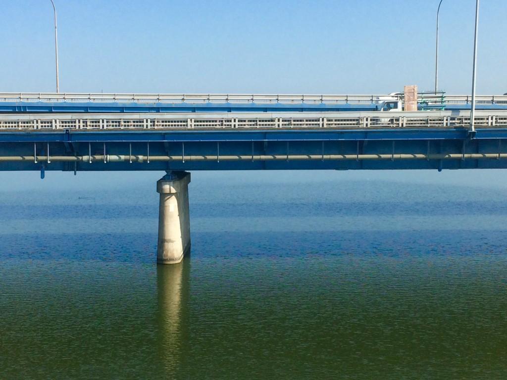 今朝は本当に美しい色をしているね。 空と繋がる遠賀川
